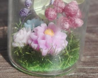 Přívěšky - různé květiny na mechu