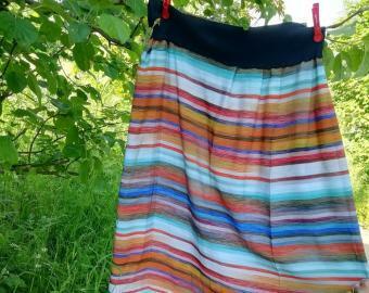 Dlouhá šitá sukně - barevné pruhy
