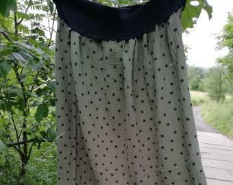 Dlouhá šitá sukně - černé puntíky na khaki (tmavě zelená)