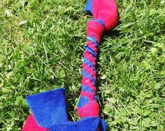 Pletená fleecová hračka pro psa