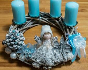 Adventní věnec s andělkou