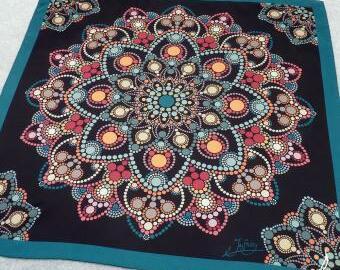 Barevný saténový šátek - Dot Art mandala