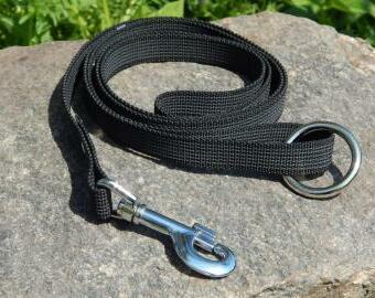 Černé vodítko s vetkanou gumou