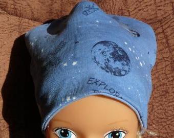 Oboustranná čepička - modrá galaxie