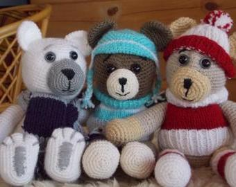 Háčkovaný medvídek v zimním oblečení