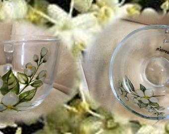 Jasmínový ručně malovaný skleněný hrneček na čaj