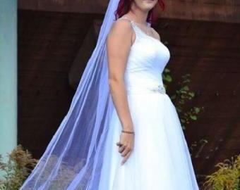 Dlouhý, svatební, třpytivý,  bílý závoj 2,5 m