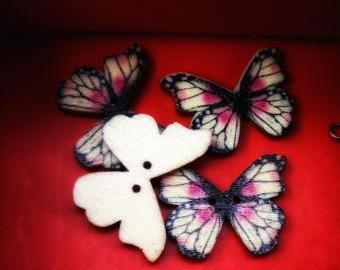Dřevěný knoflík motýlek 4ks